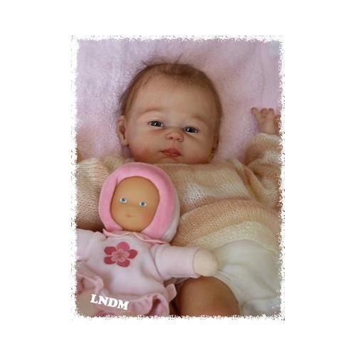 Carmela de Sheila Michael cuerpo de niña con conectores
