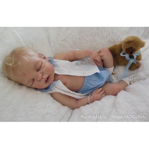 Henry de Sheila Michael cuerpo de niño con conectores