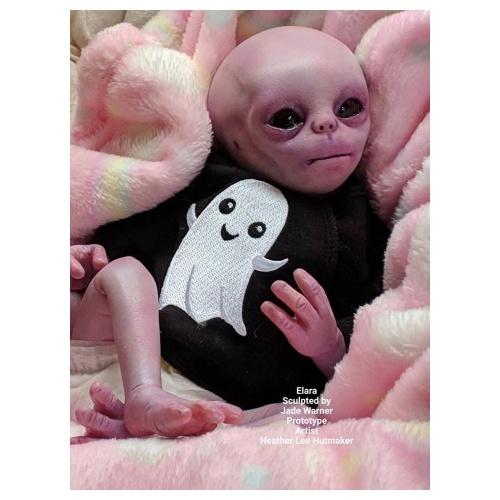 Elara de Jade Warner ( El Alien )